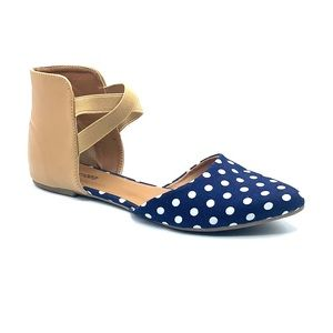 Size 7 classic navy and white polka dot flats